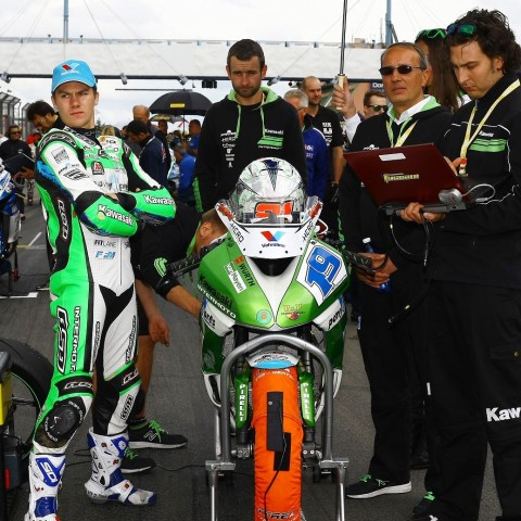 Supersport-tyrewarmers-grid-WSBK-racing